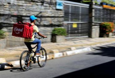 Trio é preso acusado de assaltar entregadores em Salvador | Joá Souza | Ag. A TARDE
