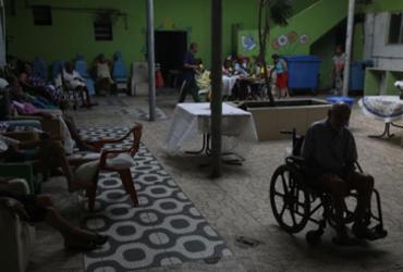 Abrigo de idosos é mantido com voluntariado e doações | Felipe Iruatã | Ag. A TARDE