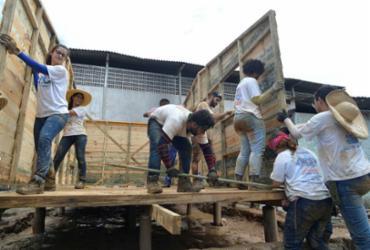 Teto constrói moradias para pessoas em situação de risco  