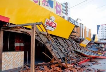 Parte de telhado fica destruído após carro se chocar com restaurante | Ed Santos | Acorda Cidade