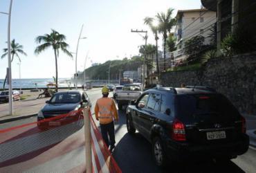 Trânsito é interditado na avenida Oceânica | Uendel Galter | Ag A TARDE