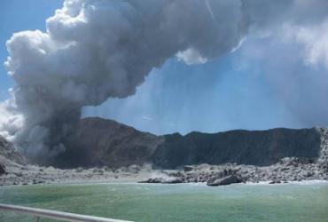 Vulcão mata pelo menos cinco pessoas na Nova Zelândia | Michael Schade | AFP
