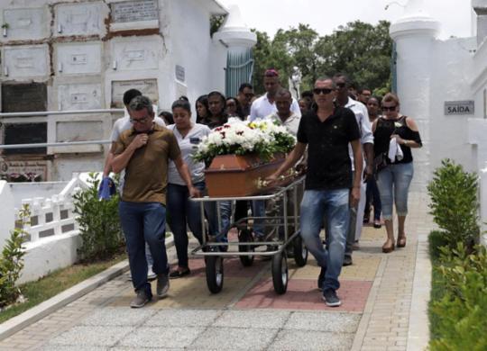 Motoristas de aplicativo são enterrados sob forte comoção em Salvador | Uendel Galter | Ag. A TARDE
