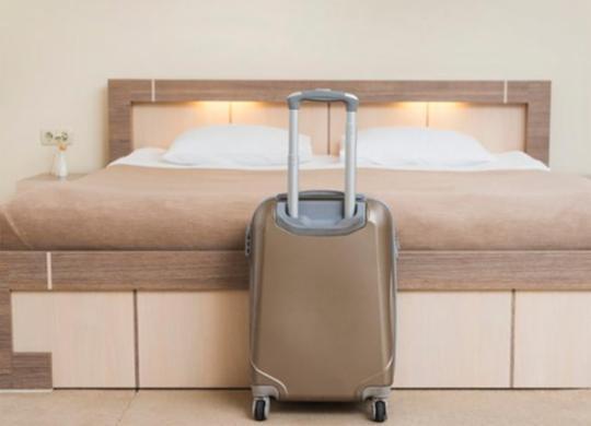 Ecad cita prejuízo de R$ 110 milhões por ano com extinção de cobrança em quartos de hotéis | Reprodução | Freepik