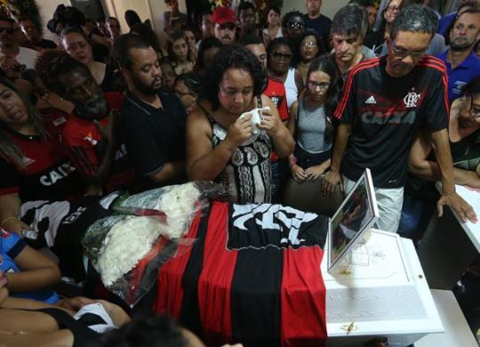 Justiça manda Flamengo pagar pensão às famílias de vítimas de incêndio do CT | Fábio Motta | Estadão Conteúdo