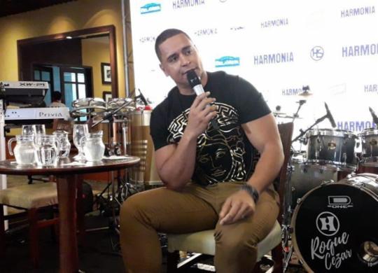 Harmonia anuncia gravação de DVD ao vivo e projeto 'Oxente'   Thaís Seixas