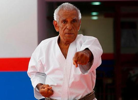 Lutador de karatê de 82 anos mostra exemplo de vida voltada para o esporte | Rafael Martins | Ag. A TARDE