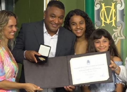 Roger Machado é homenageado pela Câmara de Salvador | TV Câmara | Reprodução