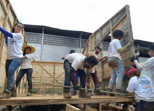 Teto constrói moradias para pessoas em situação de risco | Shirley Stolze | Ag. A TARDE