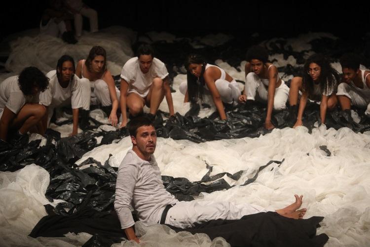 A peça, com direção de Márcio Meirelles, estreia no dia 3 de janeiro - Foto: Felipe Iruatã / Ag. A Tarde