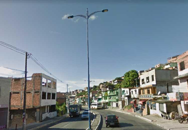 Bicicleta se chocou com o carro quando trafegava pela avenida | Foto: Reprodução | Google Street View - Foto: Reprodução | Google Street View