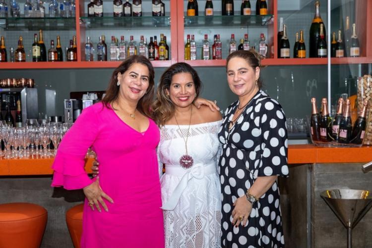 Consuelo e Lourdinha Medauar com Adriana Regis   Foto: Álem Silva