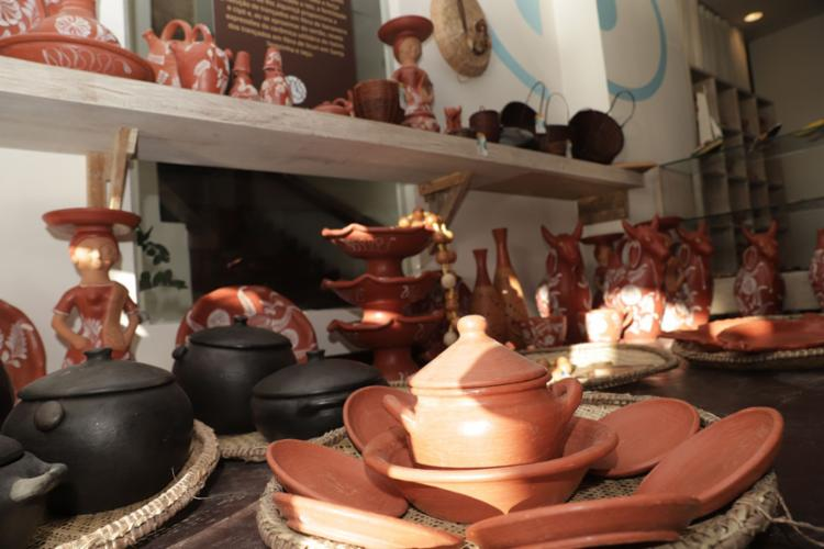 A abertura do espaço na Barra integra as iniciativas de comercialização e promoções do artesanato da Bahia   Foto: Uendel Galter   Ag. A TARDE - Foto: Uendel Galter   Ag. A TARDE