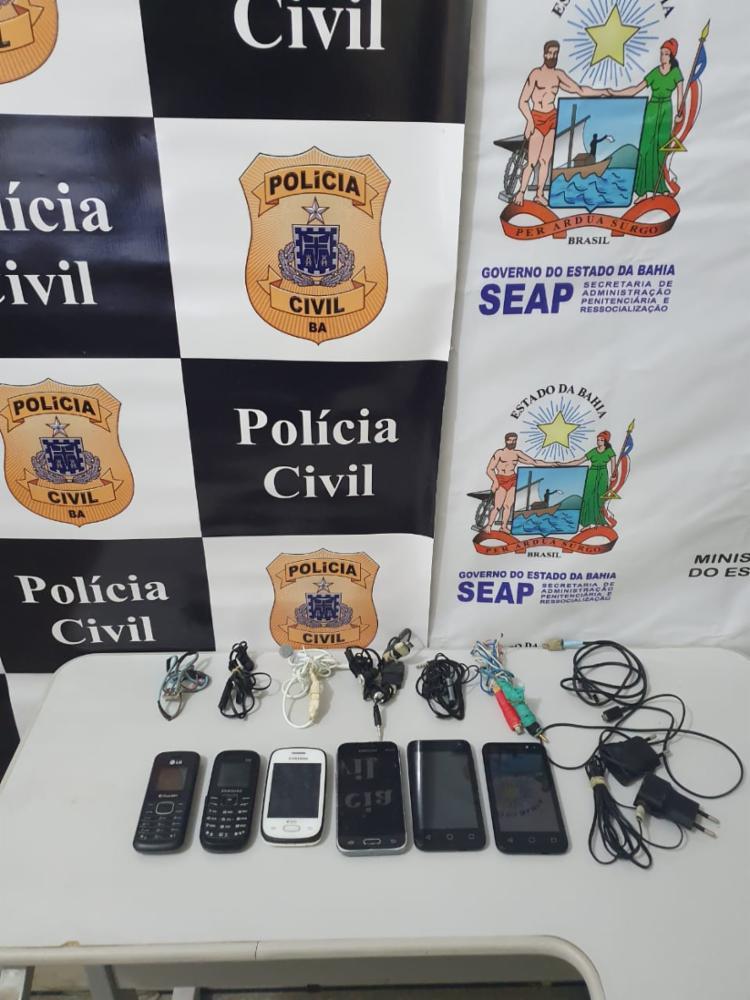 Seis celulares foram apreendidos no Conjunto Penal   Foto: Divulgação   SSP-BA - Foto: Divulgação   SSP-BA