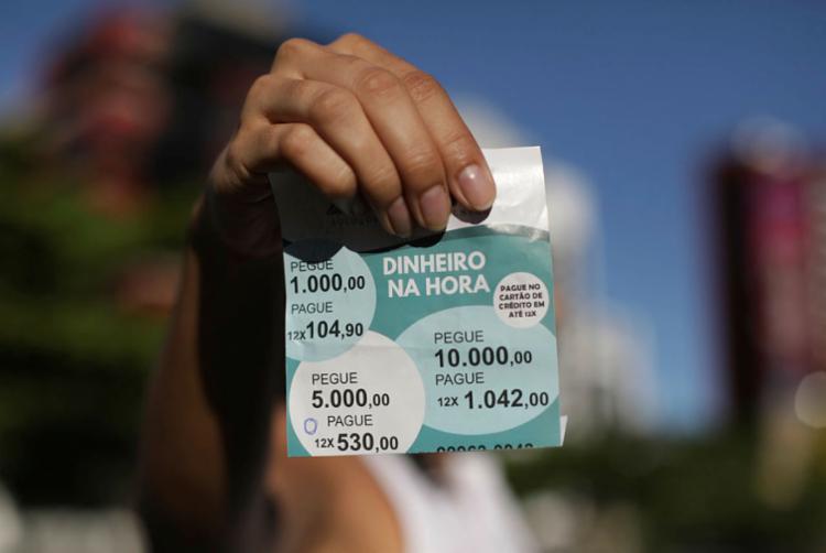 Sem controle, os serviços via cartão são comuns e têm juros acima dos praticados pelas maiores financeiras - Foto: Adilton Venegeroles | Ag. A TARDE