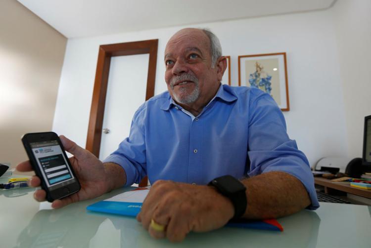 Sampaio conta que tem crescido número de jovens que desejam o imóvel próprio | Foto: Rafael Martins | Ag. A TARDE