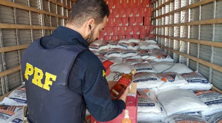 Material estava em um caminhão-baú roubado | Foto: Divulgação | PRF - Foto: Divulgação | PRF