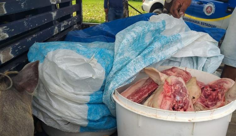 Carne foi encontrada em baldes na carroceria de um caminhão | Foto: Divulgação | PRE - Foto: Divulgação | PRE