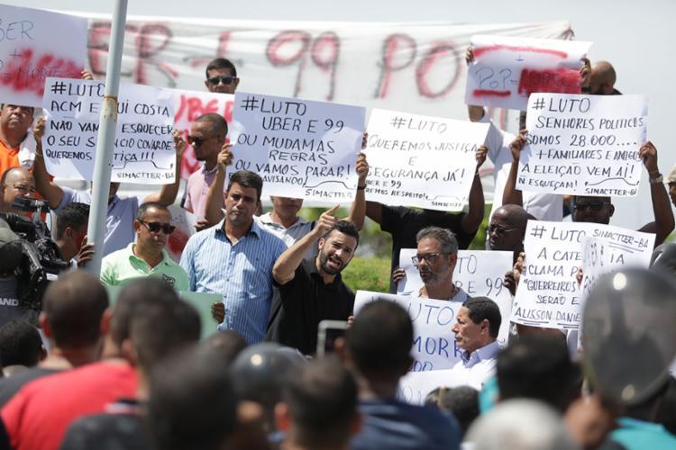 Motoristas protestaram nesta segunda-feira, 16 | - Foto: Raul Spinassé | Ag. A TARDE