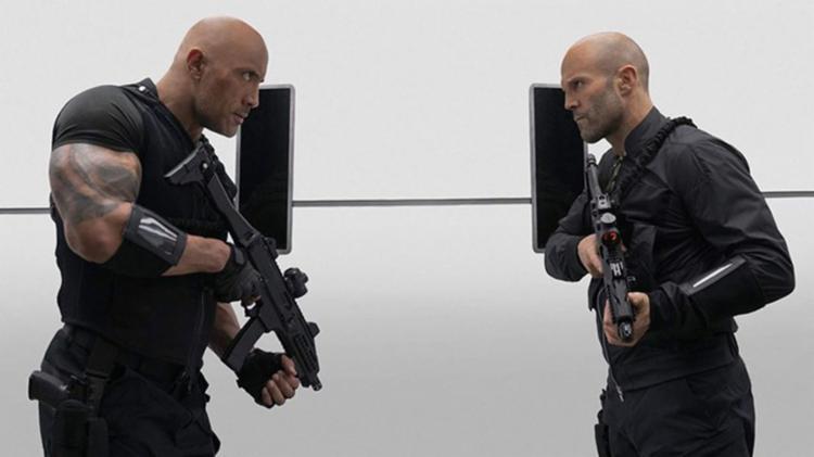Arqui-inimigos, Hobbs e Shawn precisam trabalhar juntos para impedir devastação mundial | Foto: Divulgação