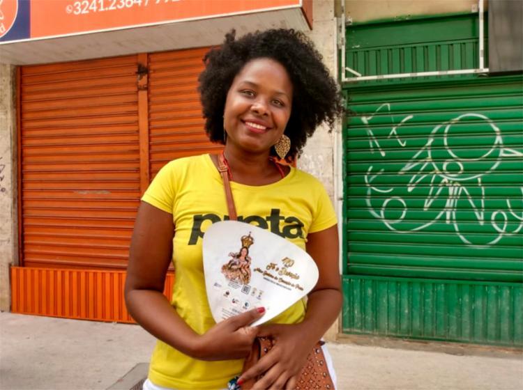 Consultora de vendas Francisca Batista acompanha a procissão há 20 anos | Foto: Bianca Carneiro | Ag. A TARDE