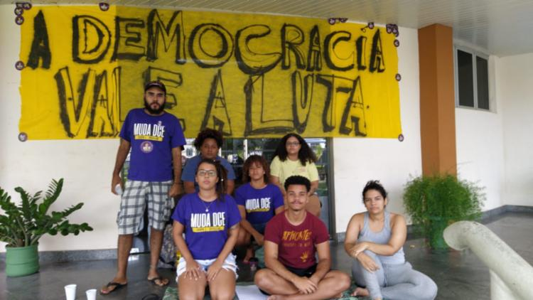 Alunos denunciam que não assumiram o mandato do DCE   Foto: Divulgação - Foto: Divulgação
