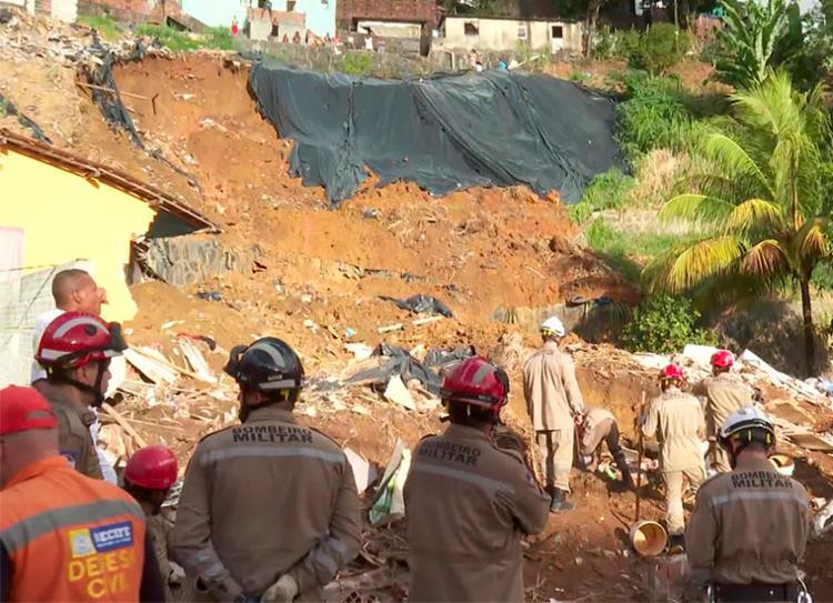 Barreira atingiu duas casas, e as vítimas são todas da mesma família   Foto: Reprodução   TV Globo - Foto: Reprodução   TV Globo