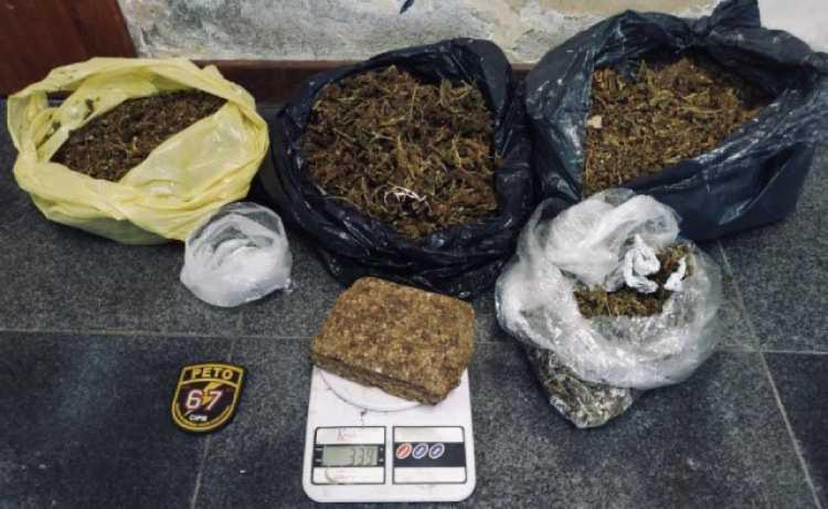 Droga foi presa após a polícia receber uma denúncia   Foto: Reprodução   Acorda Cidade - Foto: Reprodução   Acorda Cidade