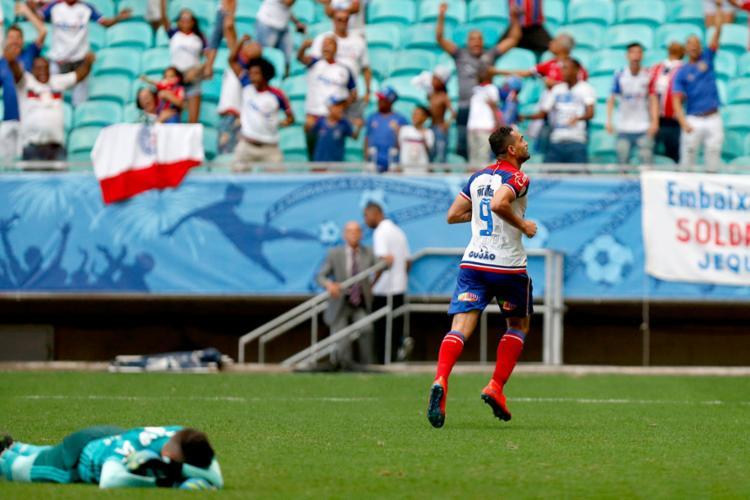 Atacante Gilberto comemorando seu hat-trick contra o Flamengo || EC Bahia
