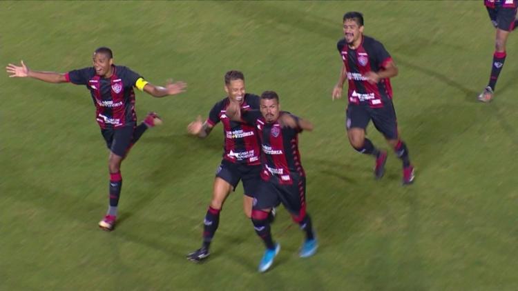 Carleto foi responsável pelo gol da manutenção do Vitória na Série B | Foto: Reprodução