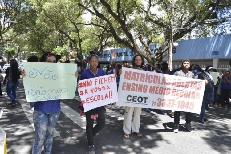 Esse é o segundo dia de protestos dos estudantes do Colégio Estadual Odorico Tavares   Shirley Stolze   Ag. A TARDE - Foto: Shirley Stolze   Ag. A TARDE