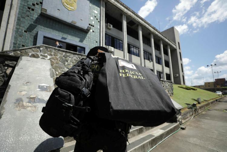 Foram cumpridos quatro mandados de busca e apreensão em Salvador | Foto: Joá Souza | Ag. A TARDE - Foto: Joá Souza | Ag. A TARDE