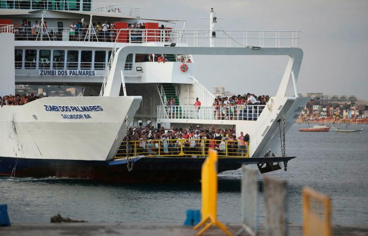 Sistema opera com seis embarcações na noite desta quinta-feira, 26   Foto: Felipe Iruatã   Ag. A TARDE - Foto: Felipe Iruatã   Ag. A TARDE