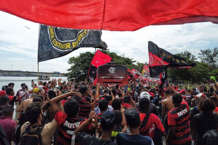 A equipe do treinador Jorge Jesus vai tentar repetir a façanha de 38 anos atrás do time de Zico e companhia | Foto: Divulgação | Flamengo - Foto: Divulgação | Flamengo