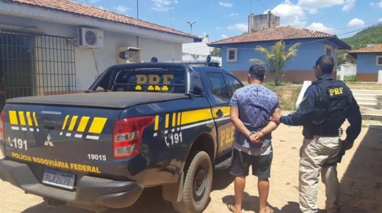 Suspeito foi preso durante fiscalização da PRF | Divulgação | PRF - Foto: Divulgação | PRF