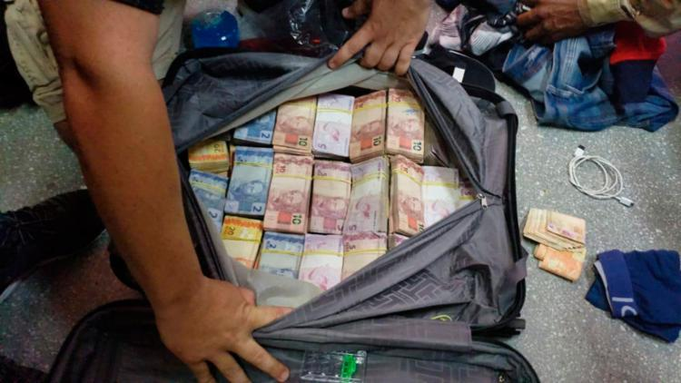Suspeitos tentavam embarcar com dinheiro em malas | Divulgação | PF - Foto: Divulgação | PF