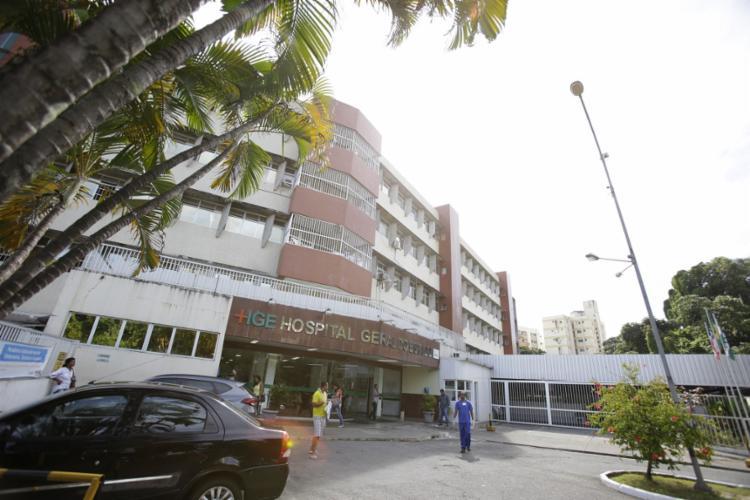 O bebê chegou a ser socorrido para o Hospital Geral do Estado (HGE), mas não resistiu   Foto: Joá Souza   Ag. A TARDE - Foto: Joá Souza   Ag. A TARDE