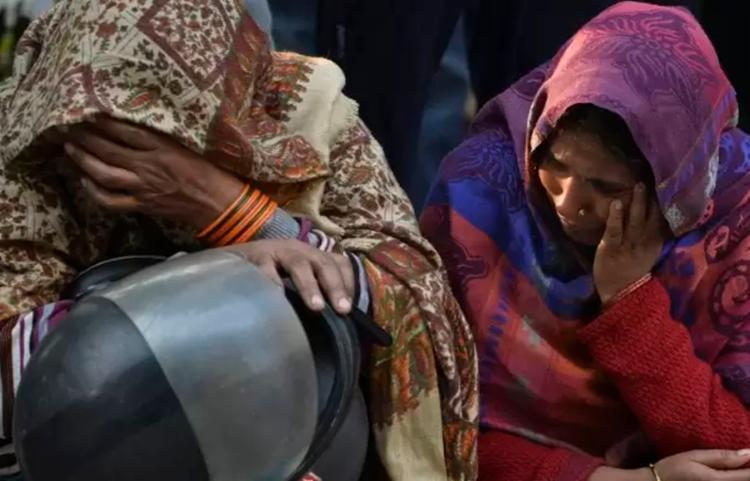 Trabalhadores dormiam na fábrica para economizar dinheiro | Foto: Sajjad Hussain | AFP - Foto: Sajjad Hussain | AFP