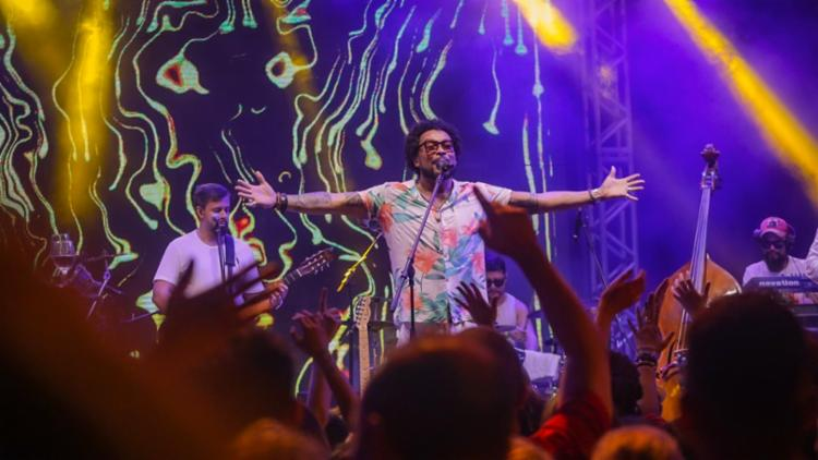 Saulo abriu a festa com seu som contagiante, convidando depois ao palco Jau, que também fez um show completo   Foto: Sércio Freitas - Foto: Sércio Freitas