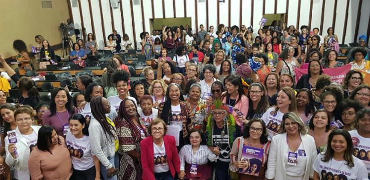 Mulheres reunidas na Assembleia: um grito em favor das causas comuns a todas | Foto: Juliana Vãndega | Divulgação - Foto: Juliana Vãndega | Divulgação