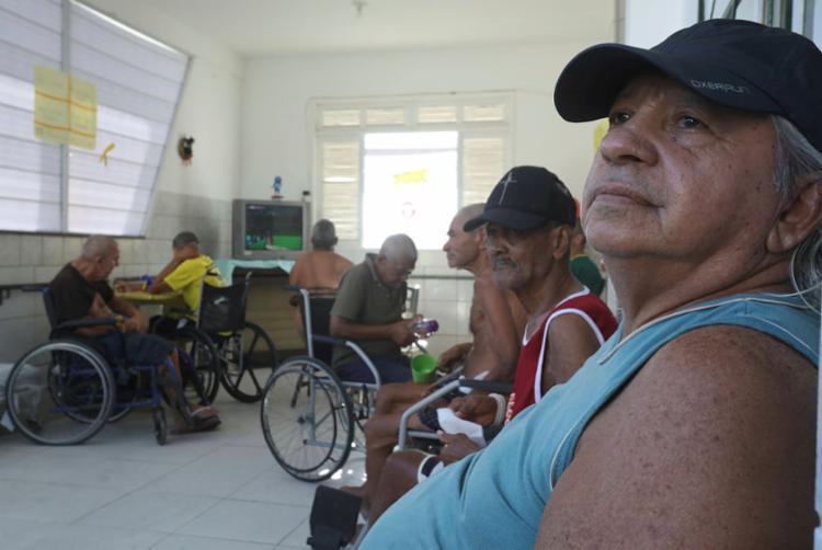 Alcides é um dos idosos atendidos pela Accabem, em Lauro de Freitas | Foto: Felipe Iruatã | Ag. A TARDE - Foto: Felipe Iruatã | Ag. A TARDE