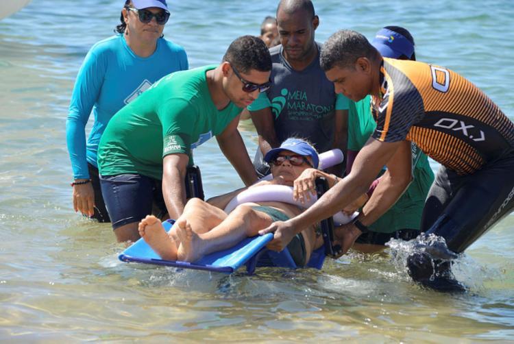 Projeto auxilia banho assistido para pessoas com pouca mobilidade | Foto: Shirley Stolze | Ag. A TARDE - Foto: Shirley Stolze | Ag. A TARDE