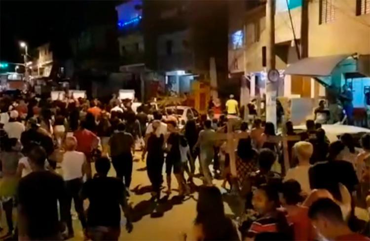 Nove pessoas morreram pisoteadas, entre as quais, quatro adolescentes | Foto: Reprodução | YouTube - Foto: Reprodução | YouTube