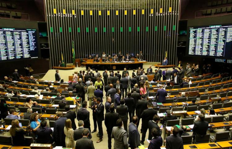 Placar foi 408 votos a favor, 9 contra, e 2 abstenções | Foto: Fabio Rodrigues Pozzebom | Agência Brasil - Foto: Fabio Rodrigues Pozzebom | Agência Brasil