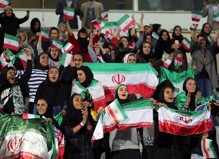 Mais de 3,5 mil mulheres assistiram a partida entre Irã e Camboja | Foto: Divulgação | AFP