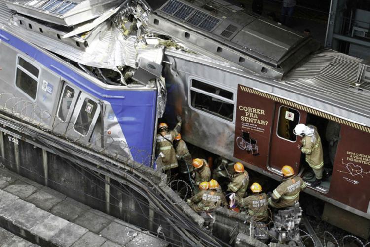 Colisão entre trens deixou um morto | Foto: Maurício Pingo | Agência O Dia