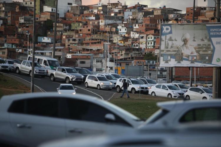 Durante a tarde de noite, os motoristas por aplicativo fizeram carreatas   Foto: Felipe Iruatã   Ag. A TARDE - Foto: Felipe Iruatã   Ag. A TARDE