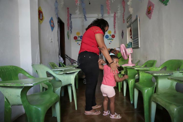 O serviço da instituição é fundamental para mães e pais que precisam trabalhar   Foto: Uendel Galter   Ag. A TARDE - Foto: Uendel Galter   Ag. A TARDE