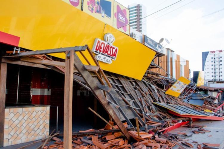 Fachada lateral ficou destruída | Foto: Ed Santos | Acorda Cidade - Foto: Ed Santos | Acorda Cidade