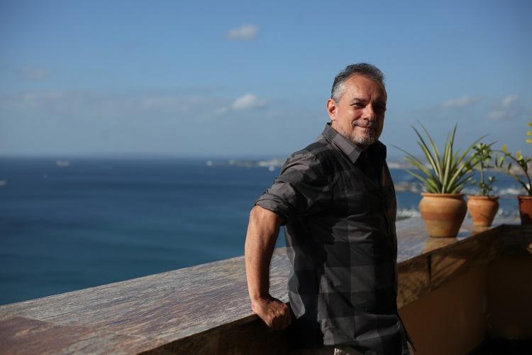 O diretor está vivendo em Salvador, onde estreia em janeiro a peça